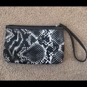 Handbags - ❗️Faux Snakeskin Wristlet❗️